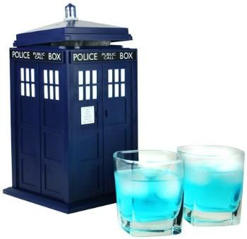 Oh this could be a fun night: Sonic Screwdriver (10th) - Vodka, Lemon Lime Soda, splash of Blue Curacao. To make an 11, substitute Midori for the Curacao. Oh, and don't forget the light-up ice cubes!  Cheers!