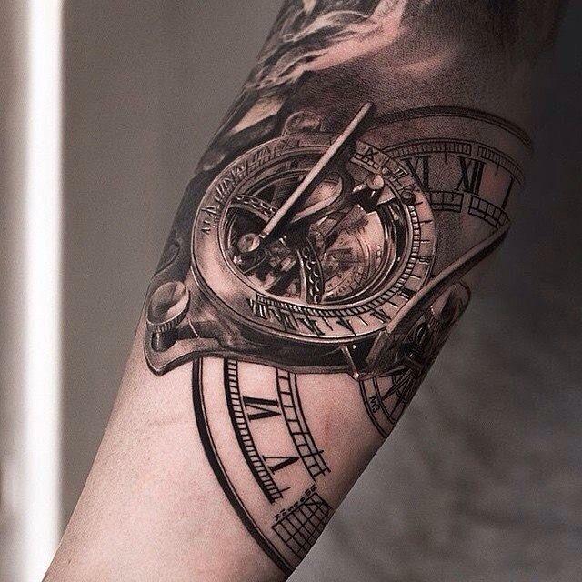 Realistic black and white tattoo tatuajes spanish for Time piece tattoos