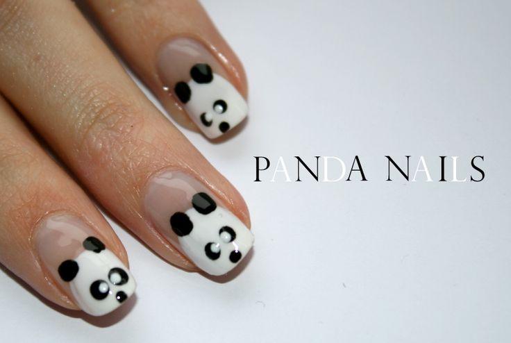 Vandaag, op veler verzoek, weer eens een nail-art fototutorial. Deze schattige pandabeertjes, geïnspireerd door dit filmpje,zijn supersimpel om te maken en ook nog eens geschikt voor zowel lange als korte nagels. Lees verder om te weten hoe je ze maakt. Dit heb je nodig: Een base- en topcoat Een witte nagellak Een zwarte nagellak Een …