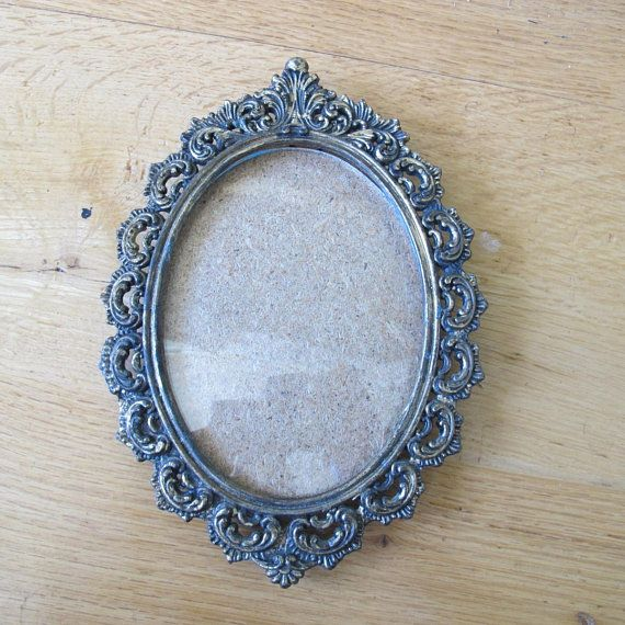 Beautiful Antiqued Brass Tone Picture Frame Filigree Metal Oval