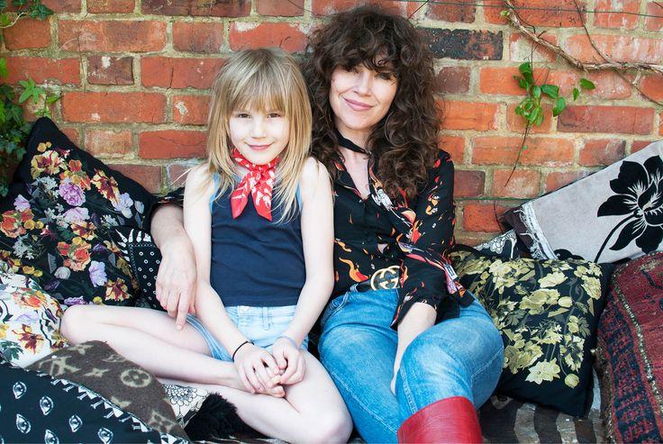 Jess Morris och hennes man Tim Rockins driver modemärket ROCKINS tillsammans i London, där familjen även bor. Jess älskar allt stylish men udda och dessutom är hon svag för vackra trädgårdar. Välkommen in i hennes garderob!