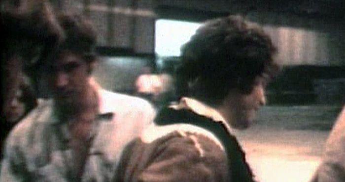 Джим Моррисон и работник сцены, некто Харрисон Форд, 1968