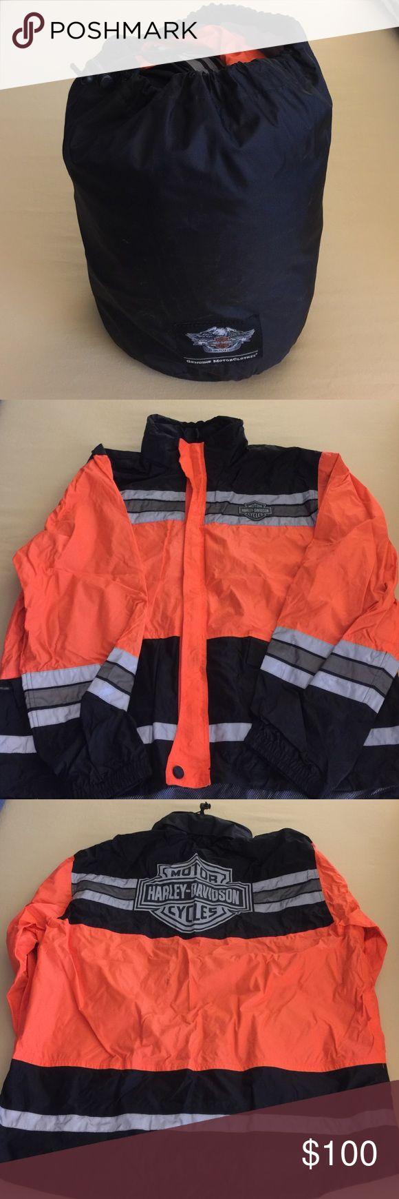 Harley Davidson Men's Hi-Vis Rain Suit. Harley Davidson Authentic Men's Hi-Vis Rain Suit, size XL.  Great condition, gently worn reflective rain suit.  Sturdy Men's rain suit that looks fantastic on.☔️ Harley-Davidson Other