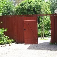 Planera din trädgård 5 - utblickar och insynsskydd | Odla.nu, plank, stående falurödfärg