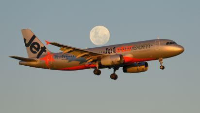 VH-VGU - Jetstar Airways Airbus A320 photo (799 views)