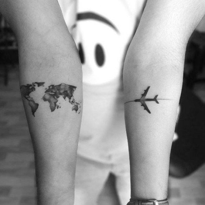 Les 25 meilleures id es de la cat gorie tatouages de globe - Tatouage a deux ...