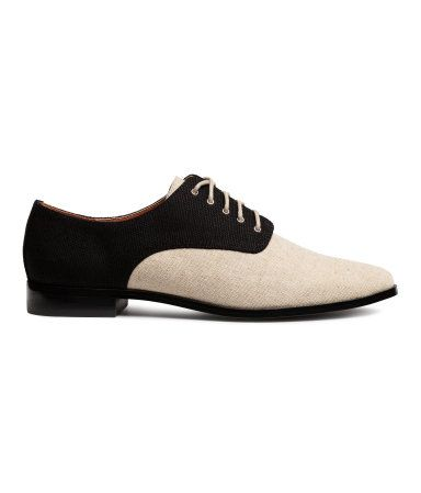 Black/light beige. Canvas oxford shoes with lacing at top and narrow, rounded toes. Faux leather lining, faux leather insoles, and rubber soles.