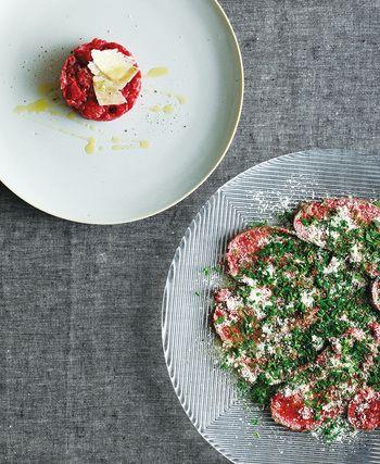 簡単! イタリア郷土料理「牛肉のタリアータ」の作り方&アレンジ2品(2 ... 写真左:タルタルステーキ 写真右:カルパッチョ