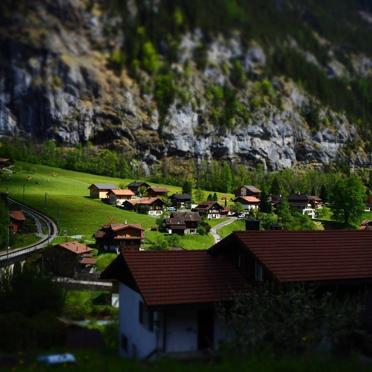 Look like miniature doll houses. Town of Lauterbrunnen. #diorama #lauterbrunnen #town #swiss #swisstourism #swisstown #switzerland #traintravel #travel #lonelyplanet #travelphotography #travelblogger #olympus #omdem10mkii #kitlens