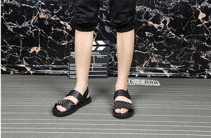 Beach Mens slipper summer shoes palt gladiator sandals men casual rivets buckle strap shoes men flip flops