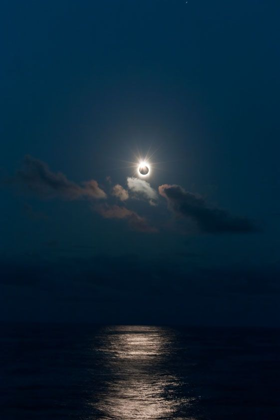 Total Solar Eclipse in the South Pacific, July 21, 2009 (via IYAcalgary)  - Wow