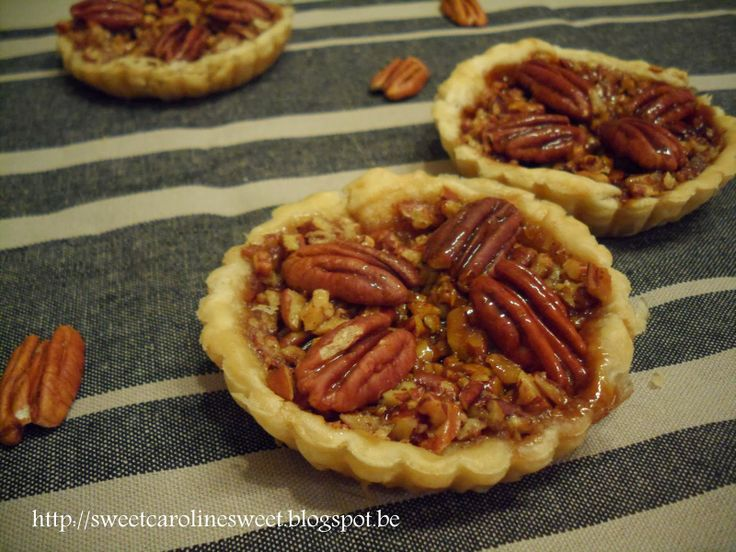 Pecantaartjes met karamel - Pecan tarts with caramel