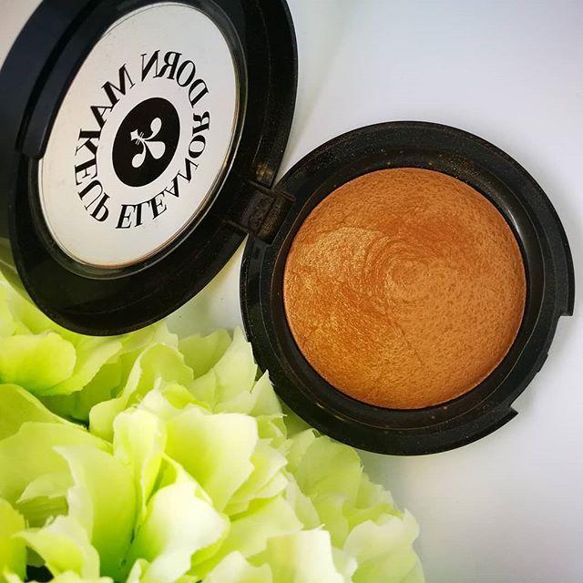 Bronzer..it's like a tropical holiday for your cheeks  . . . . .  #thebeautyclinic #eleanordorn #eleanordornmakeup #bakedbronzer #newzealandmakeup #makeupobsession #mua #muaauckland  #nzmakeuprange #makeupinspo #makeupfordays #aucklandmakeupartist #nzbeauty #nzbeautyblogger