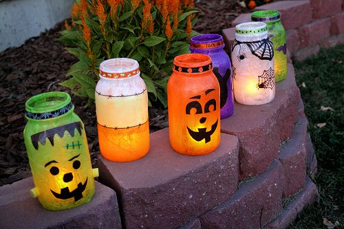 Easy, adorable halloween jars!Halloween Stuff, Crafts Ideas, Canning Jars, Halloween Crafts, Old Jars, Mason Jars, Diy Halloween Decor, Halloween Ideas, Halloween Lanterns