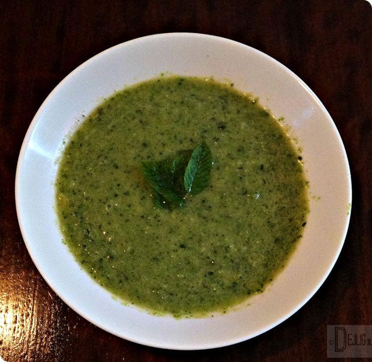 Een snel, makkelijk, gezond en vegetarisch gerecht dat binnen een kwartier op tafel staat. Deze Broccoli Courgette Soep met Munt is een aanrader!