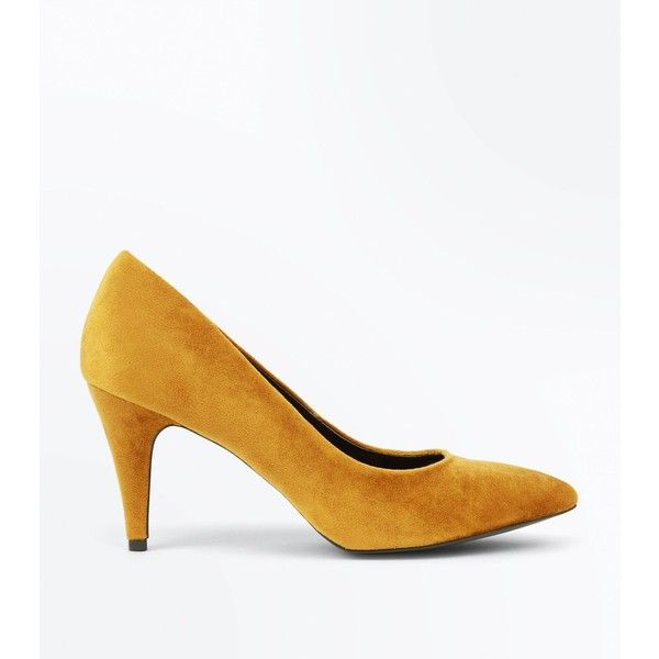 Mustard Yellow Crushed Velvet Pointed Court Shoes (1.580 RUB) ❤ liked on Polyvore featuring shoes, pumps, mustard, slip on pumps, pointy toe shoes, pointed toe stilettos, stiletto pumps and pointed toe shoes
