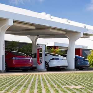 Forget Battery Swapping: Tesla Aims to Charge Electric Cars in Five Minutes -- MIT Technology Review