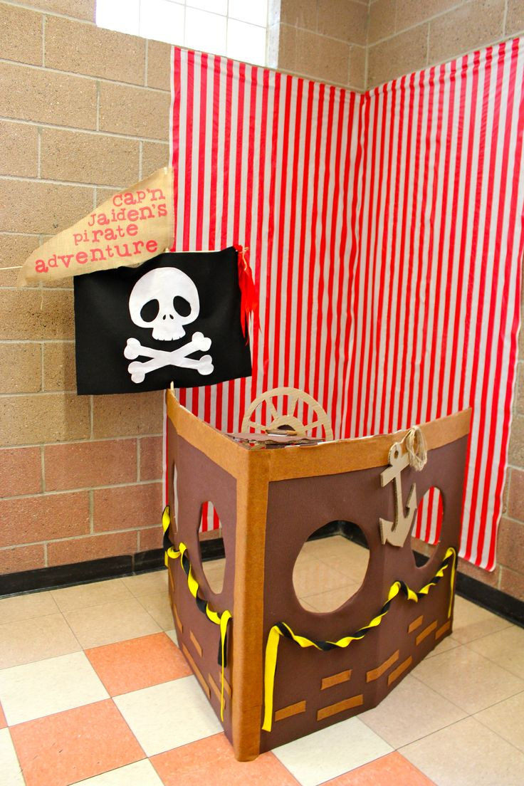 Picture backdrop: A pirate ship boat with a cardboard box. Lined and decorated with felt. Make the wheel turn-able and the kids have fun turning the wheel while taking their picture.