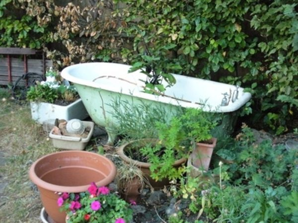 18 best images about clawfoot tub ideas on pinterest for Outdoor pond tub