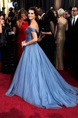 Sexy in blue: vestidos fantásticos numa das cores do momento