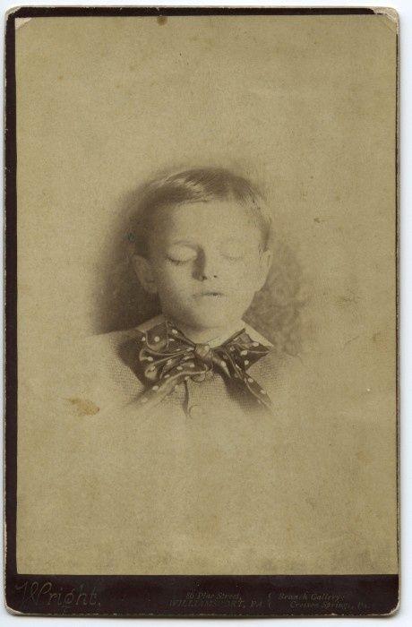 Memento Mori Photographs | Memento Mori: Victorian Death Photos / .