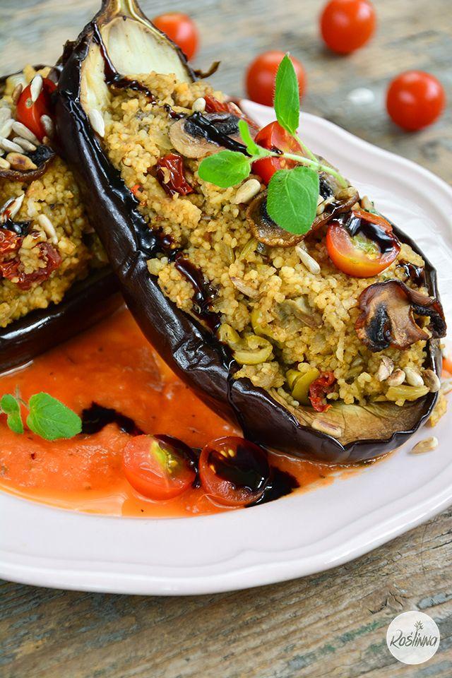 Roślinna : Bakłażany z grzybowo-imbirowym kuskusem i sosem pomidorowym