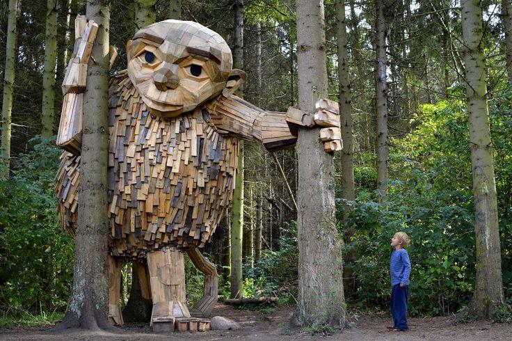 I Giganti di Copenaghen, le sculture di Thomas Dambo realizzate con materiale di scarto