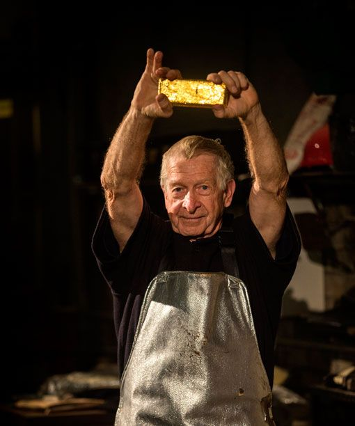 How do you cast a pure gold bar? See it live at The Perth Mint Exhibition.