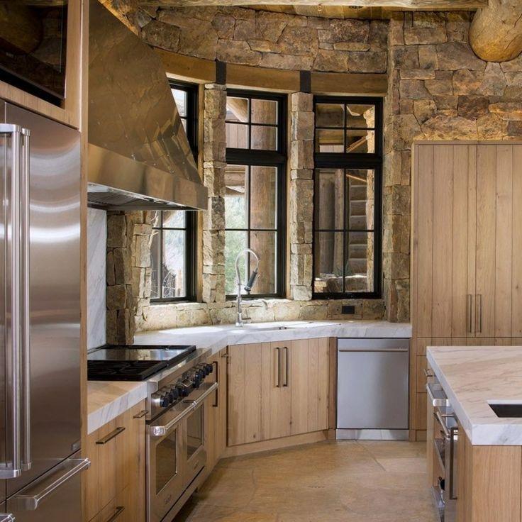 diseño de cocina con pared de piedra