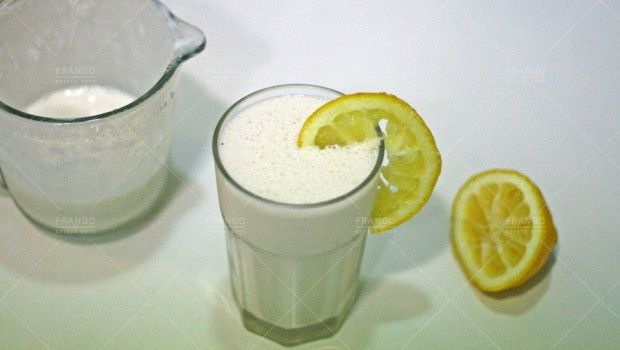 frapê de limão: 200 ml de leite de soja zero açúcar, 1/2 xícara de limão siciliano, 2 colheres de sopa cheias de cottage sem gordura, 5 cubos de gelo, 2 cs leite desnatado em pó, 1 cc essencia de baunilha, 10 gotas stevia.