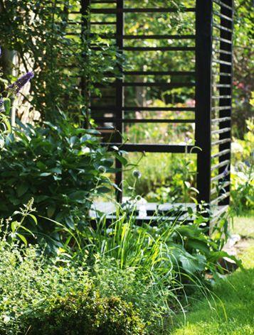 Garden fountain - in black  wooden structure