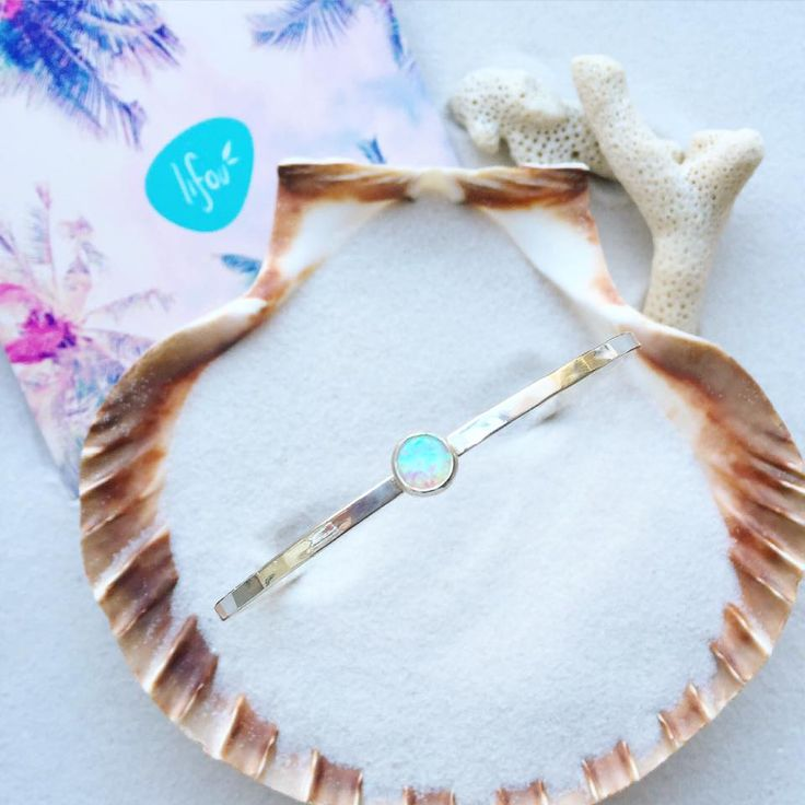 Lifou 'Around you' bangle with white opal