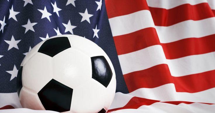 Los mejores jugadores de fútbol de Estados Unidos. La selección de Estados Unidos ha participado de la Copa Mundial de Fútbol en nueve oportunidades. La mejor actuación fue la de 1930. En la tabla de posiciones históricas de este campeonato, el onceno estadounidense ocupa el lugar número 25. Entre 1954 y 1986 no participó de los mundiales, pero desde 1990 ha asistido regularmente a cada evento. En ...