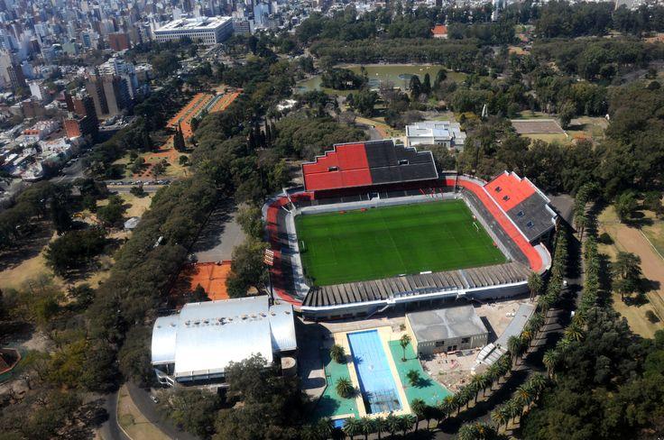 En el corazón de la ciudad, el Coloso del Parque Marcelo A. Bielsa, estadio de Newell's Old Boys y lugar de Leprosos
