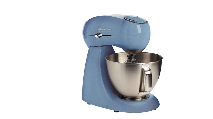 Whip up a storm in the kitchen with the Kenwood Patissier Food Mixer! Now creating your own meals from scratch in the kitchen is easier with the Food Mixer that has 12 mixing speeds, a powerful 400W motor and an impressively sized 4 litre bowl.