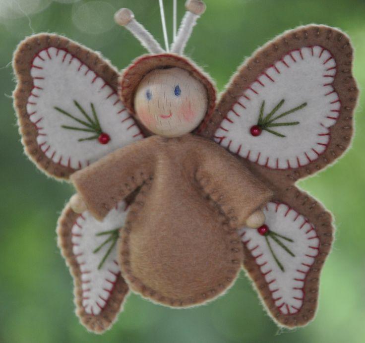 Vlinderke Beige Kerst | Decoraties | Vilt | Handwerk | zelfmaakpakketjes | Atelier Wilma Creatief