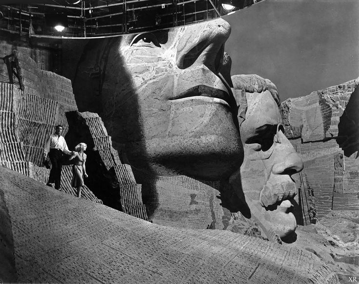 Cary Grant and Eva Marie Saint on the Mount Rushmore set of Alfred Hitchcock's 'North by Northwest