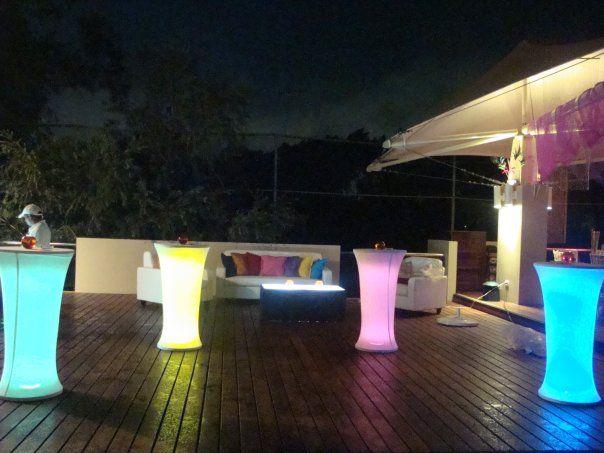 Mesas Cocteleras Multicolores LED MONTAJES PARA BODAS