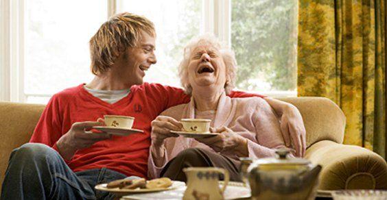 10 buone abitudini che dovremmo imparare dalle nostre nonne  Le nonne sono una fonte preziosa di consigli che possono semplificarci la vita, farci risparmiare, mentenerci in salute ed aiutarci a rispettare il Pianeta. Quante volte i rimedi della nonna ci hanno permesso di risolvere i piccoli problemi quotidiani? Dunque non sottovalutiamo la loro saggezza e cerchiamo di trarre da loro tutti gli insegnamenti possibili che ci daranno di certo una mano per vivere meglio. Ecco le buone abitudini…