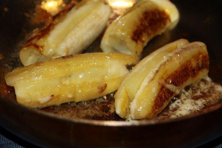 Рецептом этого простого, новкусного десерта, поделился сомной много лет назад эквадорский посол, привезя вподарок коробку бананов изэтой южноамериканской страны; тогда они унас еще непродавал…