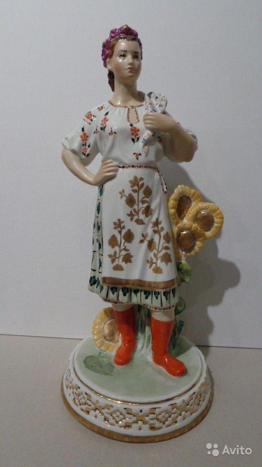 Завод Дулево 1960-70-е г.г., фарфор, надглазурная роспись , размер В - 37.5 см.  Скульптор Аста Бржезицкая. Скульптура в хорошей сохранности . Цена по запросу.