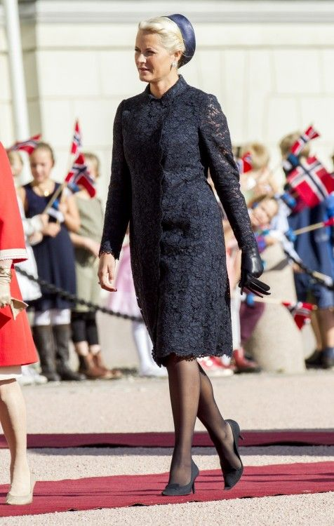 Mette-Marit has the same Valentino lace dress in a red version as well, which she wore, when she and Haakon were in Texas in 2013.