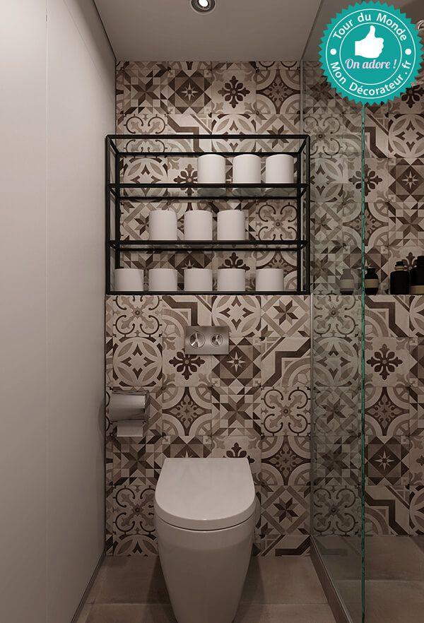 Carreau de ciment au mur pour cette petite salle de bain tout en noir et blanc.