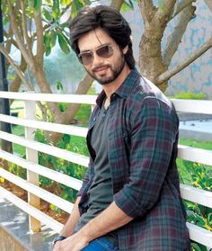 Shahid Kapoor is tasting success with 'R... Rajkumar' #Fashion #Style #Bollywood #Handsome