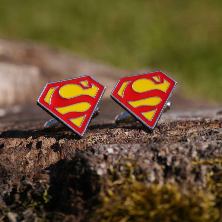 Boutons de manchette #Superman #Logo Rouge et Jaune Super-héros DC #Comics #boutonsdemanchette #cufflinks #bijoux #homme #cadeau #mariage #superheros #avengers par #CufflinkStory sur #Etsy https://www.etsy.com/fr/listing/511729098/boutons-de-manchette-superman-logo-rouge