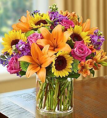 Arreglo floral con azucenas, girasoles y rosas #ideas #decoracion #flores #decorarconflores
