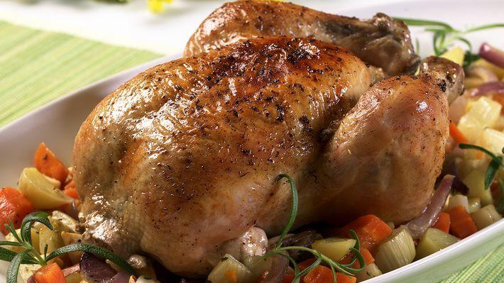 MatPrat - Helstekt kylling på grønnsakseng