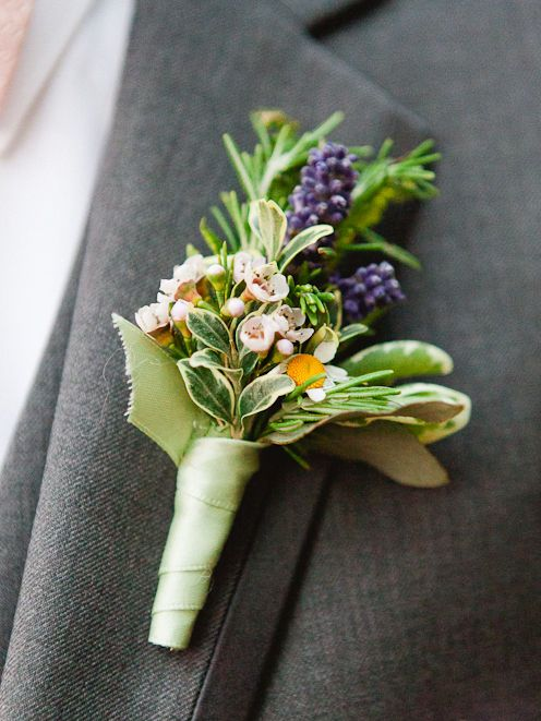 A sweet boutonniere with berries | Katie Jackson Photography