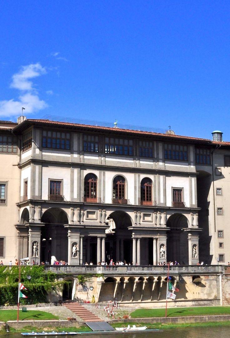 Firenze: gli Uffizi visti dall'Arno