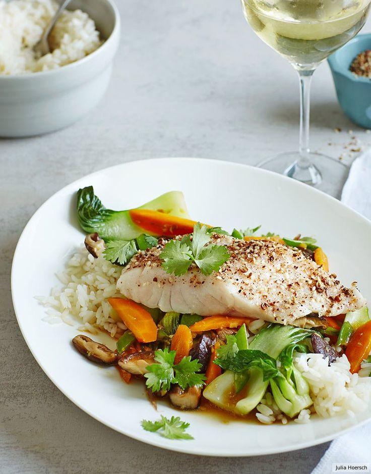 Saftiges Fischfilet mit Szechuan-Pfeffer auf Asia-Gemüse - ganz schön britzelig! Und zum feinfruchtigen Rheingau-Riesling ziemlich elegant.